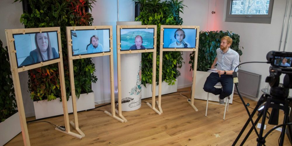 Tim Janßen im digitalen Gespräch mit vier Personen auf Bildschirmen; Blog von Cradle to Cradle NGO