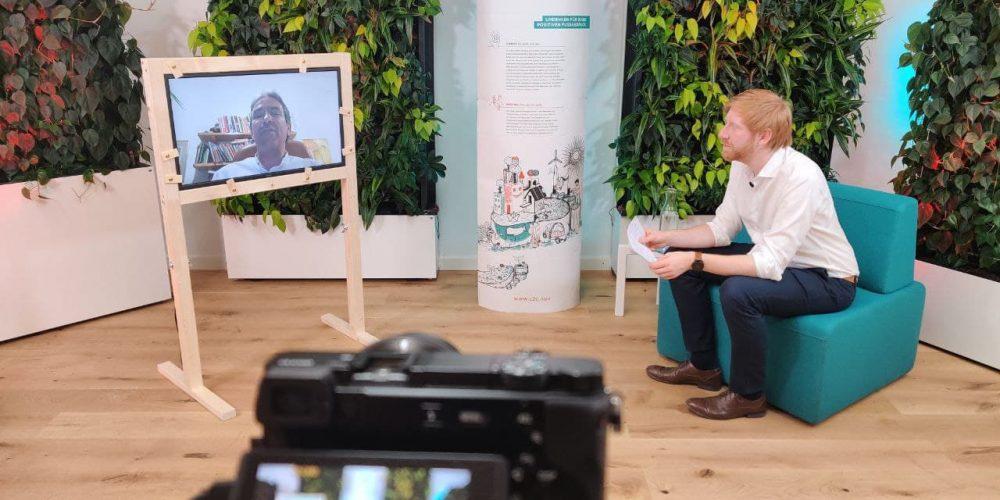 Helmy Abouleish im Gespräch mit Tim Janßen vor laufender Kamera; Blog von Cradle to Cradle NGO